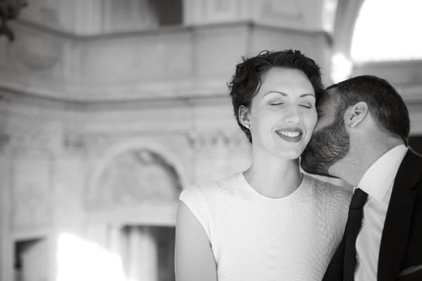 san-francisco-city-hall-wedding-couple