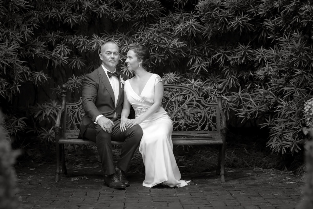 savannah georgia wedding couple